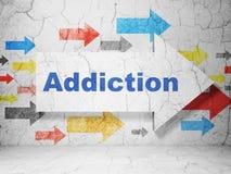 Gezondheidszorgconcept: pijl met Verslaving op de achtergrond van de grungemuur Stock Foto