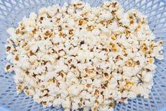 Gezouten popcornkorrels Stock Foto