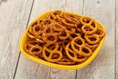 Gezouten smakelijke pretzel stock foto