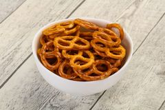 Gezouten smakelijke pretzel stock fotografie