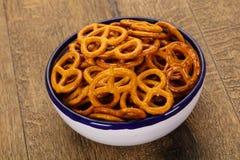 Gezouten smakelijke pretzel stock afbeeldingen