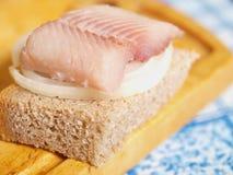 Gezouten vissen en brood Royalty-vrije Stock Afbeeldingen