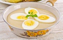 Ägg i senapsgultt sås Royaltyfri Foto