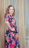 Ggirl в красивом платье лета стоковая фотография rf