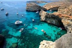 Ghajn Tuffieha fjärd i Malta Royaltyfri Bild