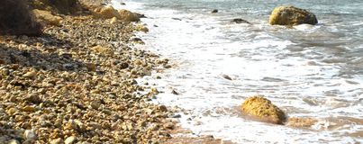 Ghajn Tuffieha fjärd Malta Arkivbilder