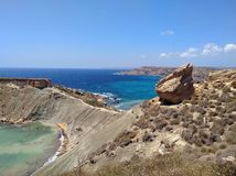 Ghajn Tuffieha fj?rd Malta arkivfoton