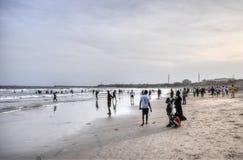 Ghanaians en la playa para el 1 de mayo, día de fiesta del día de trabajo Imágenes de archivo libres de regalías