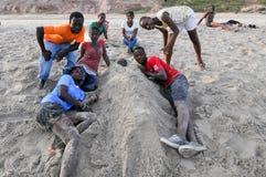 Ghanaians na plaży dla Maja 1st, praca dnia wakacje Zdjęcie Stock