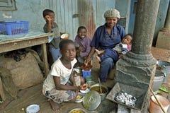 Ghanian母亲和孩子家庭画象  免版税库存图片