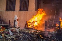 Ghat ardente de Varanasi imagens de stock royalty free