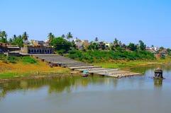 Ghat op de bank van Krishna-rivier, Bhilavdi dichtbij Sangli-Maharashtra Stock Foto