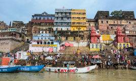 Ghats auf der Ganges-Riverbank in Varanasi, Indien Stockfotos