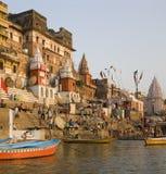 ghats hinduiska india varanasi Arkivbild