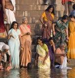 ghats hinduiska india varanasi Arkivbilder