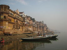 Ghats i Benaras, Indien Royaltyfria Foton