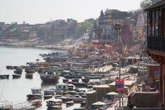 Ghats i łodzie na Ganga rzece Obrazy Royalty Free