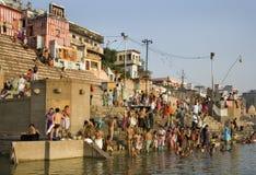Ghats indù - fiume Ganges - Varanasi - India Immagini Stock Libere da Diritti