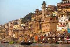 Ghats na bankach Ganges rzeka zdjęcie royalty free