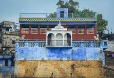 Ghats no riverbank de Ganges em Varanasi, Índia Imagem de Stock