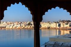 Ghats przy Pushkar jeziorem w Rajasthan indu obrazy stock