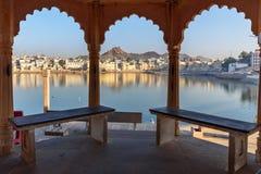 Ghats przy Pushkar jeziorem w Rajasthan indu fotografia stock