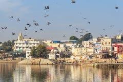 Ghats przy Pushkar jeziorem w Rajasthan indu zdjęcie royalty free