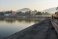 Ghats przy Pushkar jeziorem w Rajasthan indu obraz royalty free