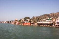 Ghats tempel och hotell på Haridwar Arkivfoton