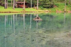 Ghedina sjö, litet hus för änder och foreller Arkivbild