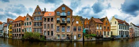 Ghent Belgien - härlig sikt över traditionella hus royaltyfri fotografi