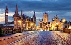 Ghent Belgien under natt, gammal stad för herre Arkivfoton