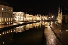 Ghent gammal stad på natten Arkivfoto