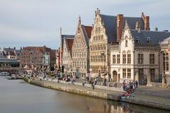Ghent - Typowi starzy pałac od Graselei ulicy od 16 - 18 cent Zdjęcie Stock