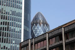 The Gherkin enframed by surrounding buildings Royalty Free Stock Photography