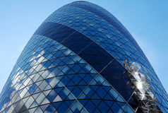 The Gherkin skyscraper in London. Vertical view of the Gherkin skyscraper with a blue sky background Royalty Free Stock Photography