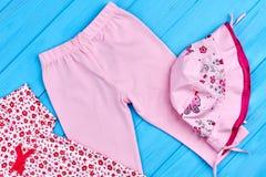 Ghette e cappello rosa per la neonata Fotografia Stock