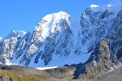 Ghiacciai del racconto di Skazka delle montagne e del Krasavitsa Buity, cresta del nord di Chuya, montagne di Altai, Russia immagini stock libere da diritti