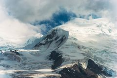 Ghiacciai massicci della montagna Fotografia Stock