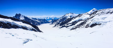 Ghiacciaio di Aletsch o di Aletschgletscher - ghiacci il paesaggio nelle regioni alpine svizzere, la stazione di Jungfraujoch, il Fotografia Stock