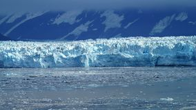 Ghiacciaio di Hubbard nell'Alaska dentro il passaggio immagine stock libera da diritti