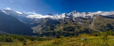 Ghiacciaio di panorama della montagna fotografie stock libere da diritti