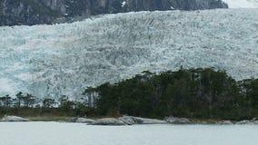 Ghiacciaio di panorama nella Patagonia stock footage