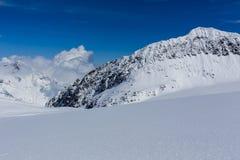 Ghiacciaio di Stubai di corsa con gli sci, Tirolo, terra di Innsbruck, Austria Immagini Stock Libere da Diritti