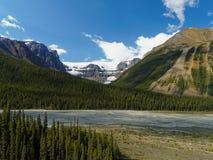 Ghiacciaio e Mountainscape su Sunny Day Immagine Stock Libera da Diritti