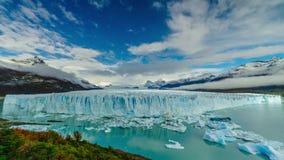 Ghiacciaio Perito Moreno nel parco Los Glaciares Autunno nella Patagonia, il lato dell'Argentina video d archivio