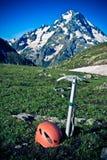 Ghiaccio-ascia e casco. Fotografie Stock Libere da Diritti