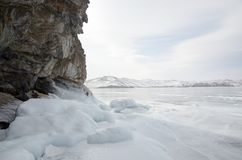 Ghiaccio bianco sul lago Baikal fotografia stock