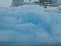 Ghiaccio blu al ghiacciaio di Colombia nell'Alaska. Fotografia Stock