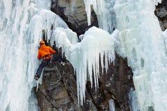 Ghiaccio che scala nel Tirolo del sud, Italia Fotografie Stock